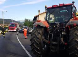Trattore contro due auto a Mesenzana
