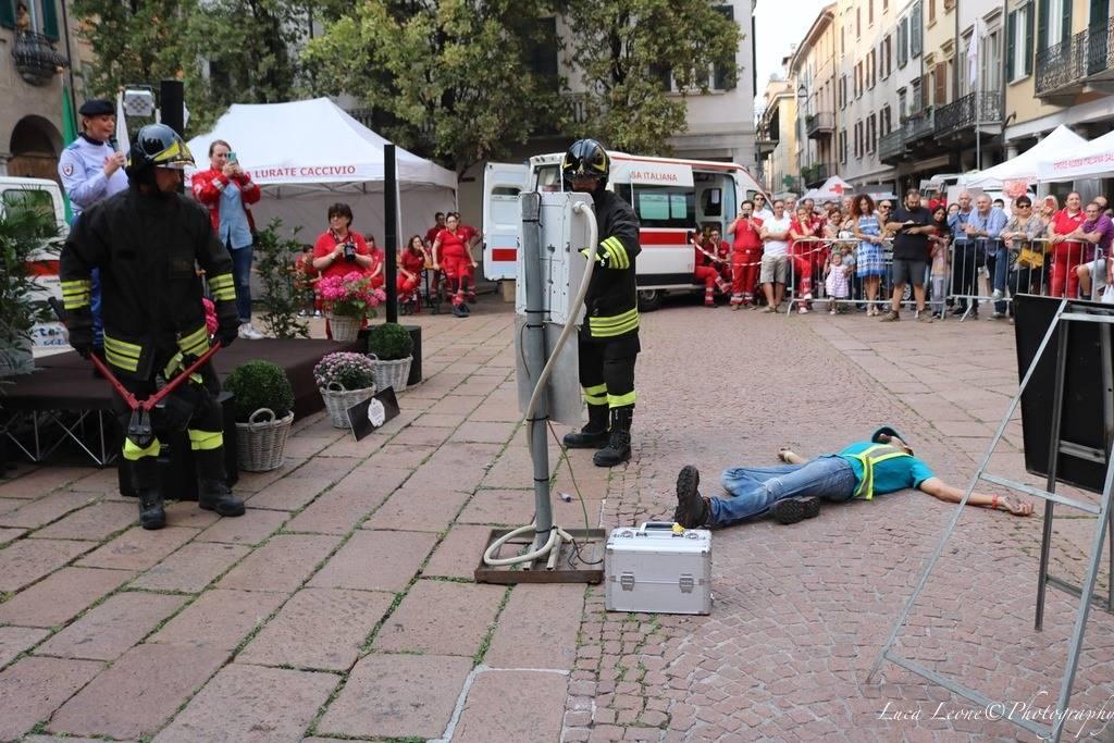 Croce Rossa, festa in centro a Varese (foto Luca Leone)
