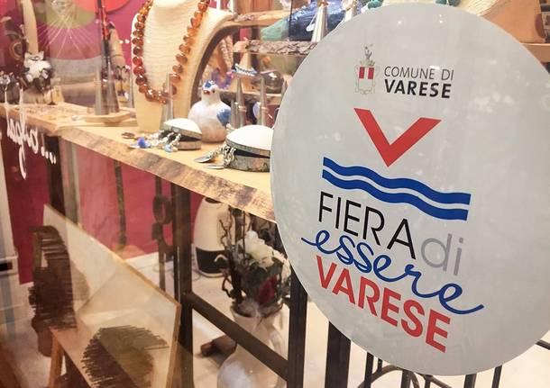 """Il """"fuori fiera"""" di Varese in galleria Manzoni"""