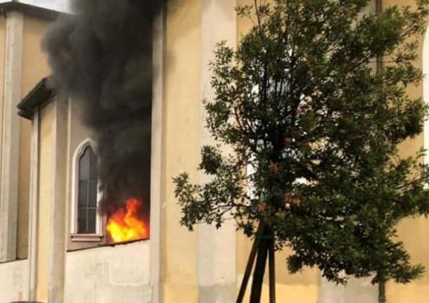 incendio confessionale chiesa villa cortese
