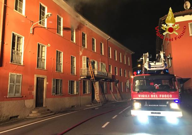 Incendio all'ex setificio Stehli