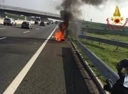 moto in fiamme a9