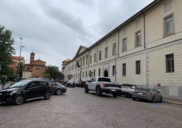 Nuovi parcheggi davanti al comune di Busto