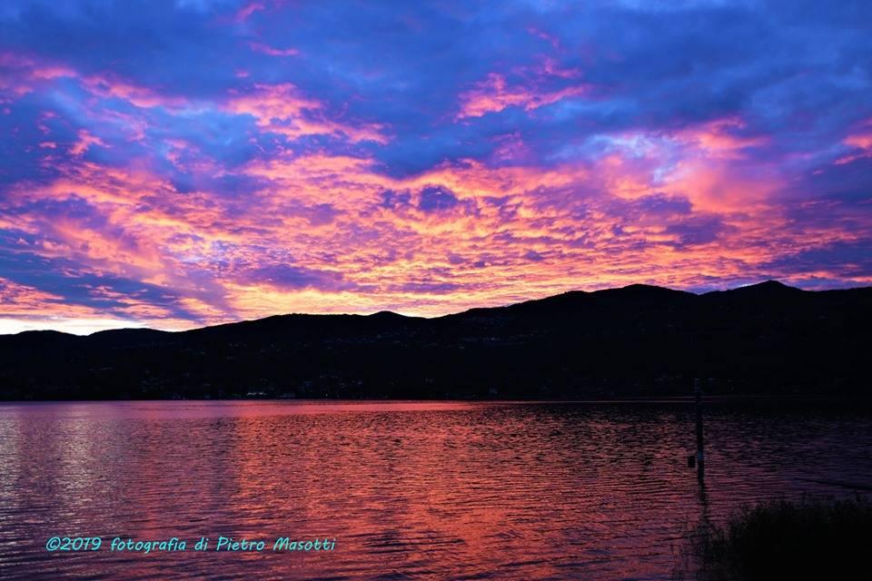 Ranco tramonto - foto di Pietro Masotti