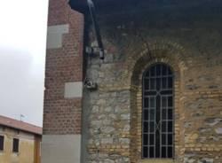 Rubate le gronde alla chiesa di Valle Olona