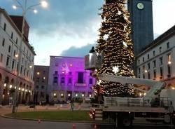 Allestimento albero di Natale 2019 a Varese