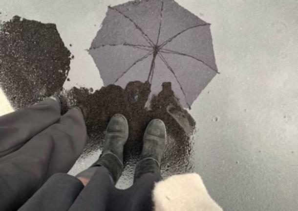 Specchiarsi nella pioggia a Sesto Calende