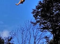Fungiatt cade nel bosco, lo salvano con l'elicottero