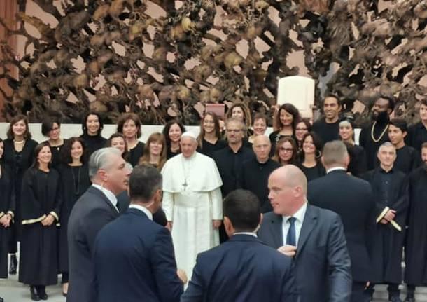 Papa Francesco elogia i