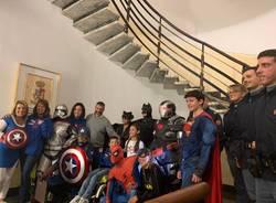 """I """"super eroi"""" in visita alla Polizia di Varese"""