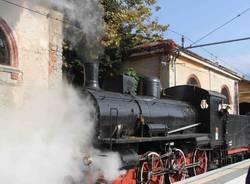 Il treno a vapore arriva a Luino