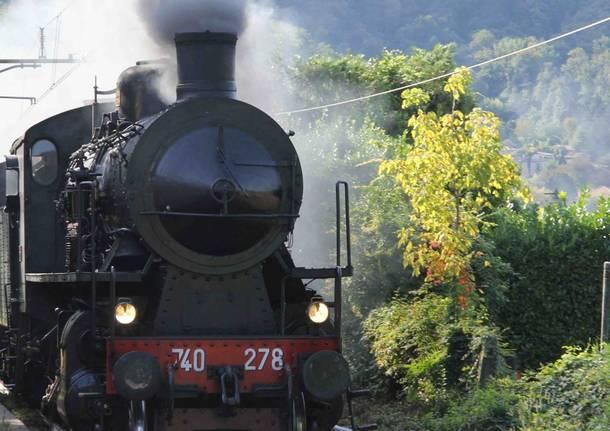 Il treno a vapore passa da Luino