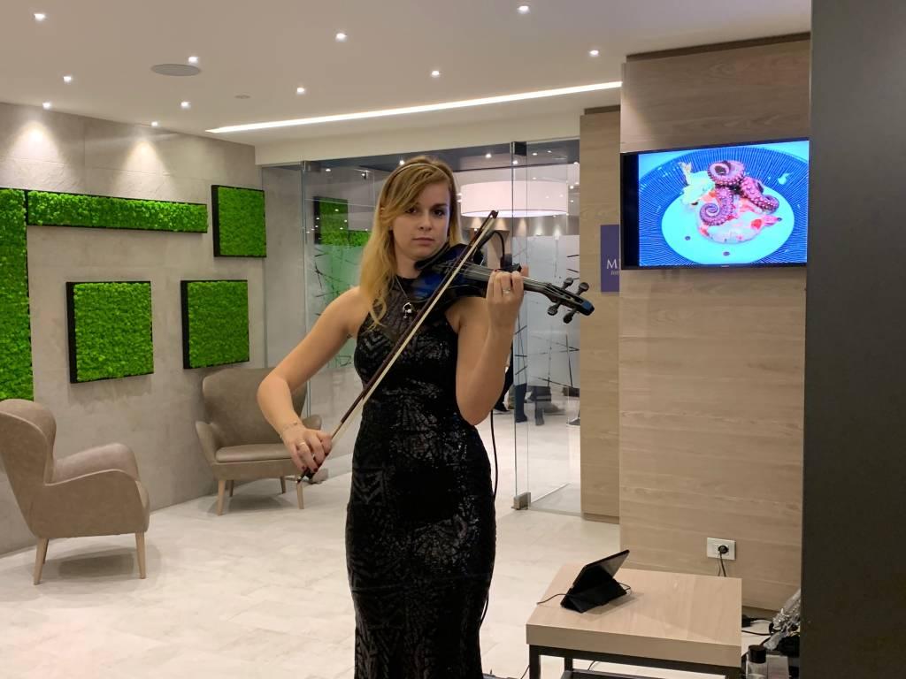 Inaugura l'hotel Horizon alla Schiranna