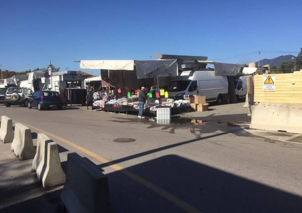 Mercato e  cantiere in piazzale Kennedy