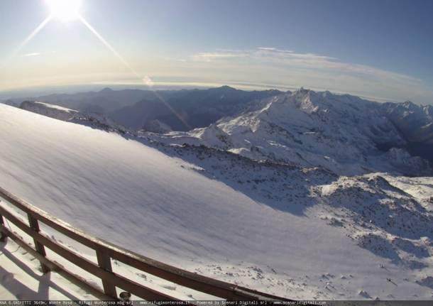 Risveglio con la neve in montagna