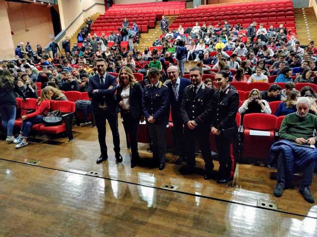 Bullismo e cyberbullismo, gli studenti a confronto con il comandante dei carabinieri