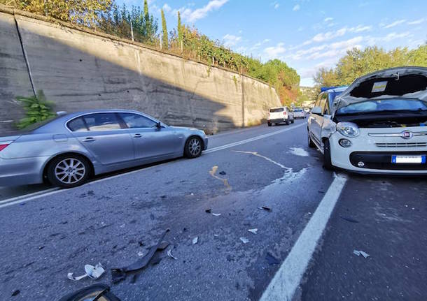 Incidente a Gavirate, auto distrutte
