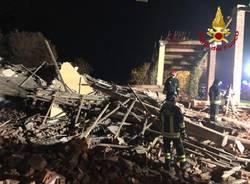 Esplode un cascinale, morti 3 Vigili del Fuoco