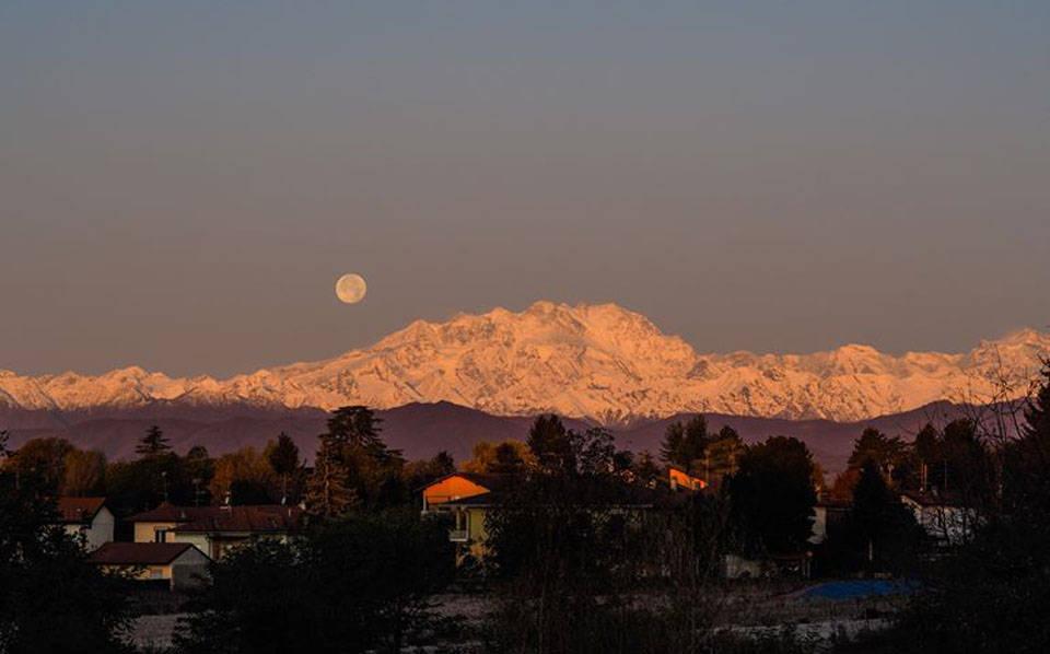 Il Monte Rosa e la luna - foto di Mirko Landoni