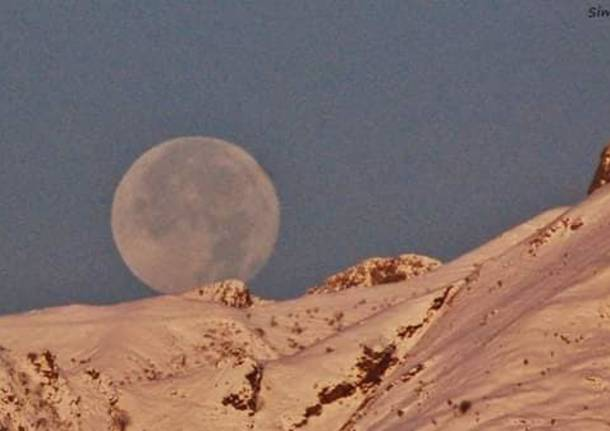 La luna sopra la Forcora - foto di Simone Riva Berni