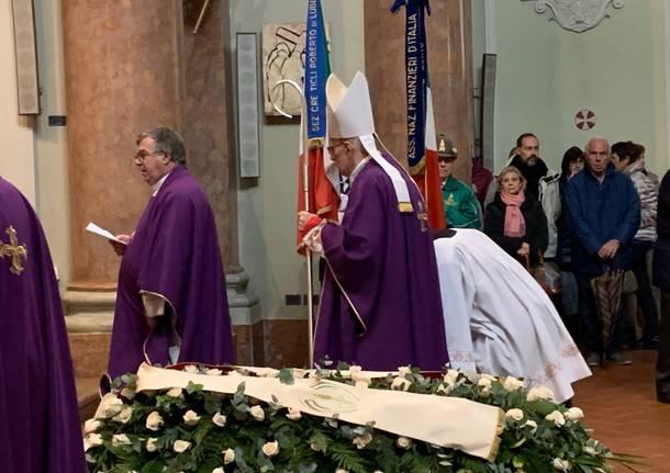 Luino: il funerale di don Giorgio Marelli nella chiesa parrocchiale