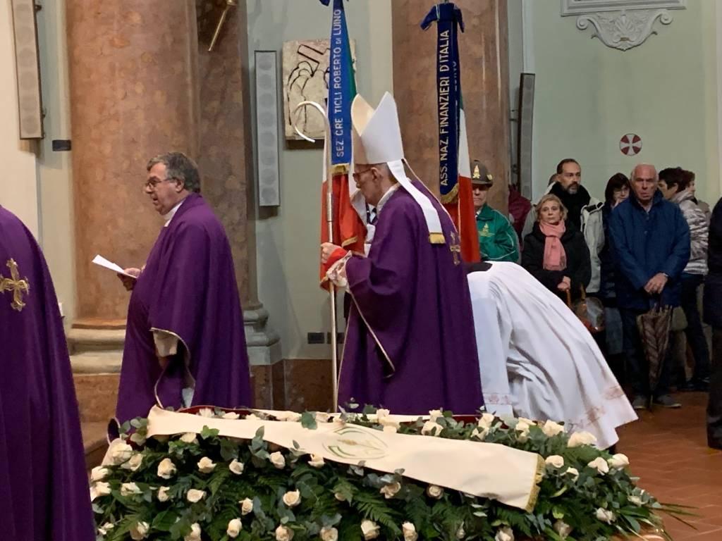Luino: funerale don Giorgio Marelli