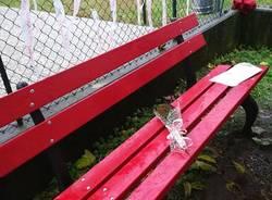 No alla violenza, una panchina rossa a Daverio