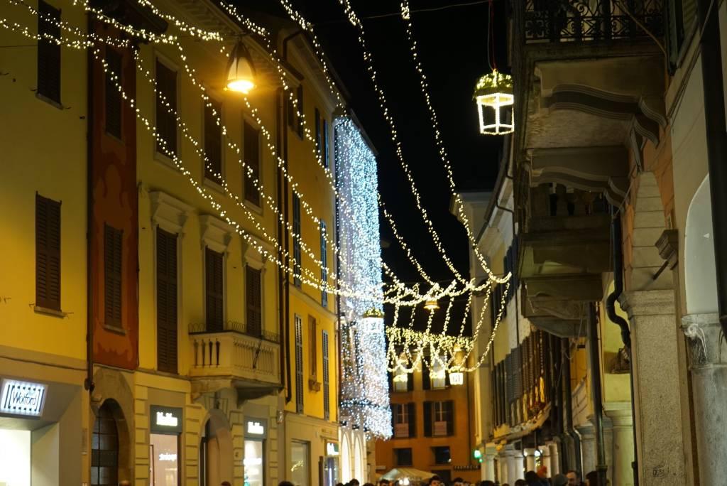 Si accende il Natale di Varese