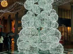 Si accendono le luci di Natale a Busto