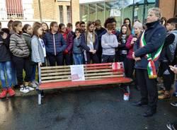 Una nuova panchina rossa, Caronno Pertusella dice no alla violenza sulle donne
