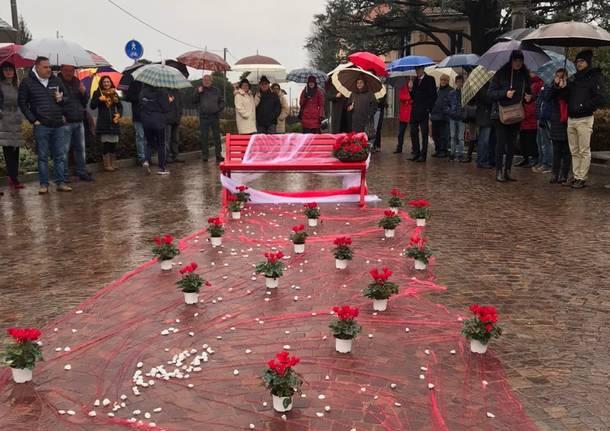 """Una """"Panchina Rossa"""" a Lonate Ceppino"""