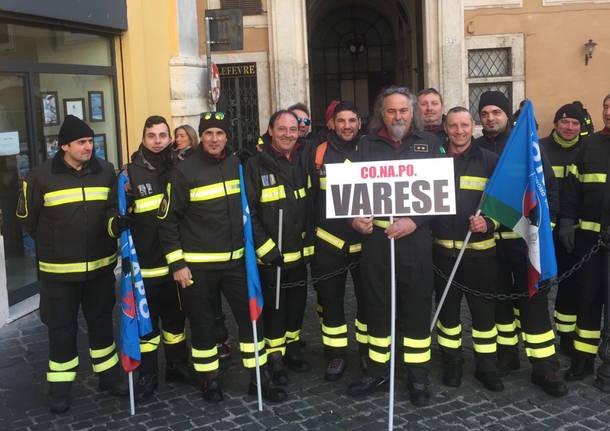 vigili del fuoco protestano per gli stipendi
