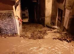 Amici di Bregazzana al lavoro per pulire le strade da fango e detriti