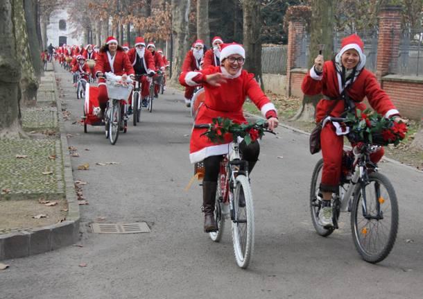 Babbi Natale in bici a Rovello Porro