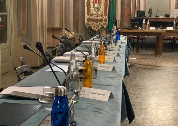 """Bottiglie antispreco """"griffate"""" Comune di Varese"""