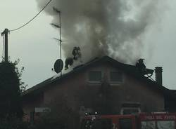 Angera, incendio tetto