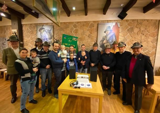 consegna donazione da parte degli alpini di varese