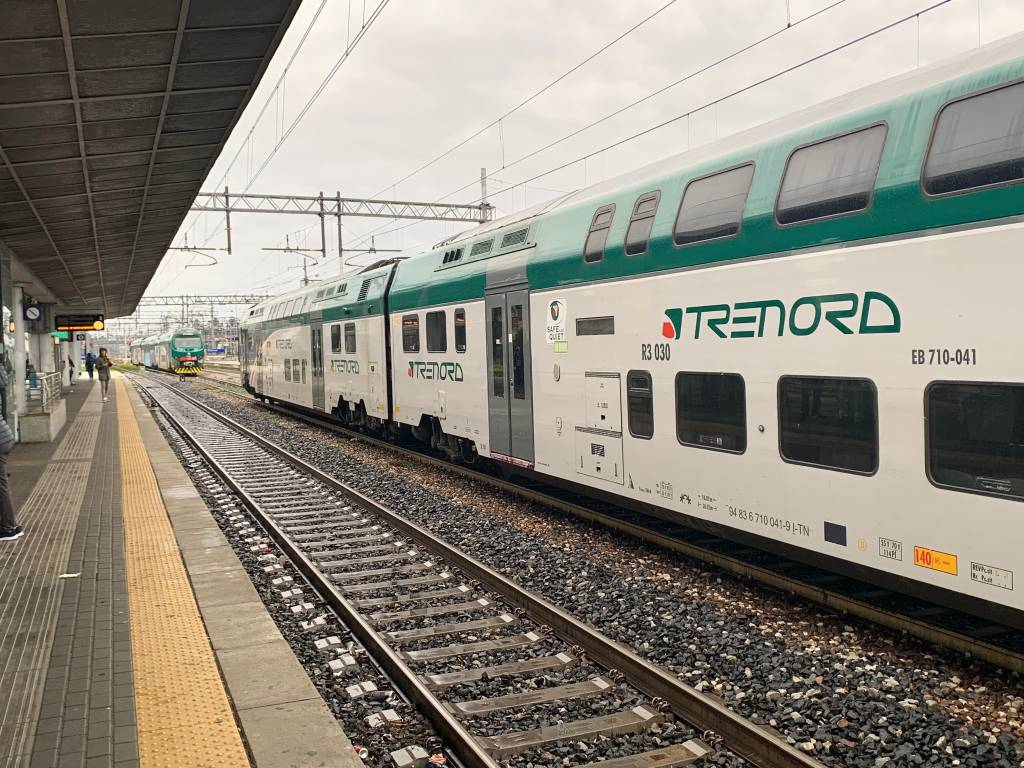 Trenord treno stazione pioggia maltempo