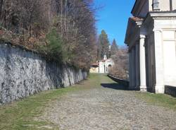 I partecipanti del Cai di Varese puliscono la via Sacra