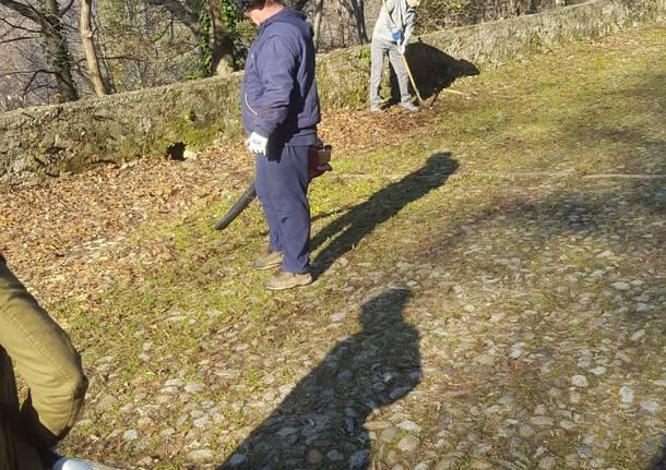 Il Cai Varese pulisce la via Sacra