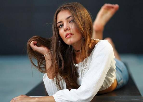 Iryna, la miss che scalda il Natale di Saronno