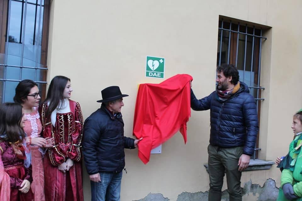 La Pro Loco di Besozzo dona un defibrillatore al comune