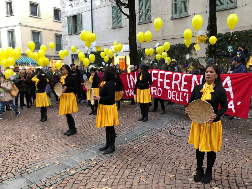 La Varese antrazzista sfila in centro