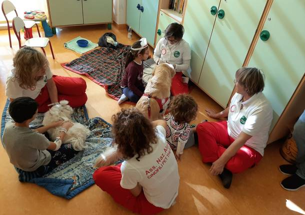 Pet therapy nel reparto di Pediatria dell'ospedale di Garbagnate