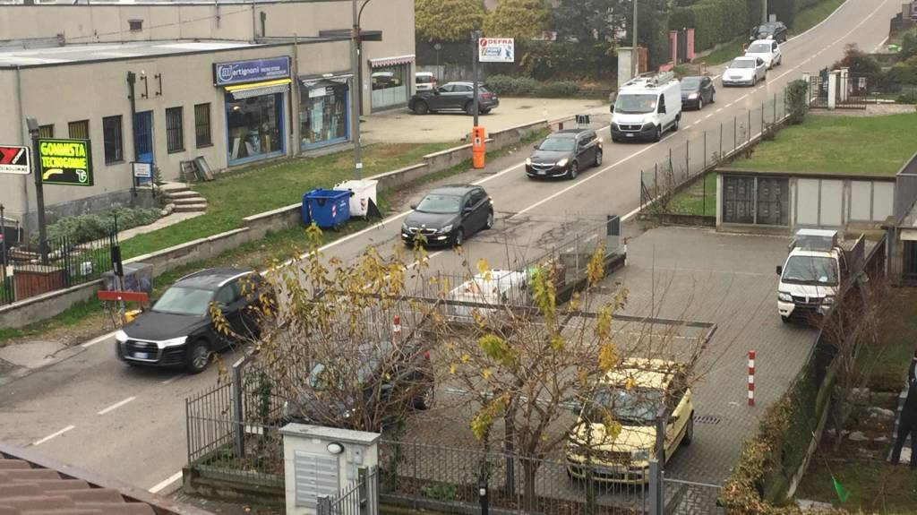 semaforo in via Giordani - varese