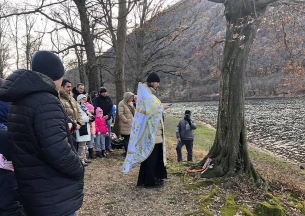 Il battesimo ortodosso nelle acque del Lago di Ghirla -2