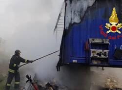 camion di biscotti a fuoco autostrada A4 rho arluno  1