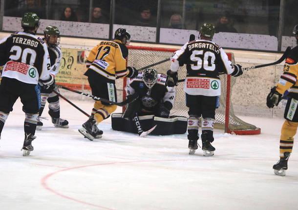 Hockey: al Palalbani Mastini e Merano - foto di roberto gernetti