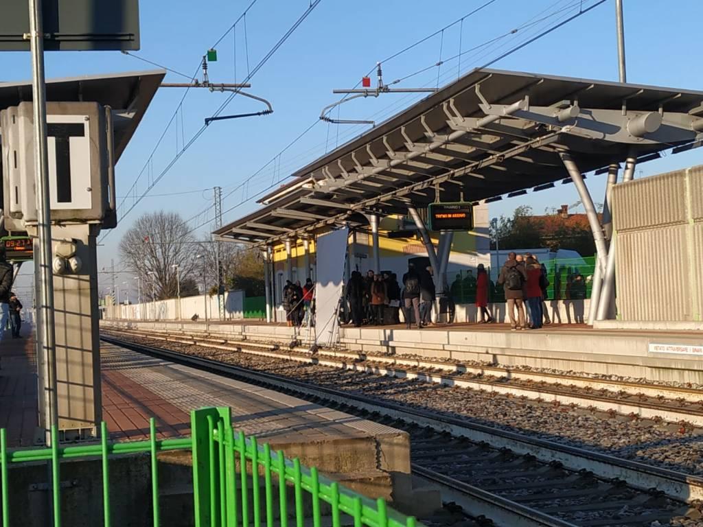 """""""Il treno è sempre il treno"""": Renato Pozzetto protagonista sul set alla stazione di Ceriano-Solaro"""