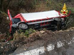 incidente a Cuvio ribaltamento camion